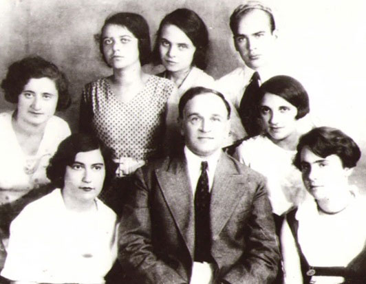 Kosenko with his students, Kyiv, 1930s