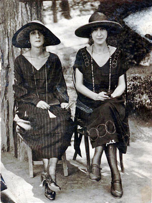 Otar Taktakishvili's mother Elizabeth with her sister, early 1900s